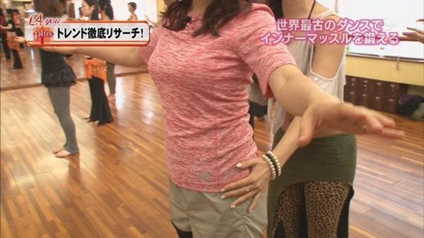 テレ東の鷲見玲奈アナ着衣エクササイズ巨乳キャプエロ画像11