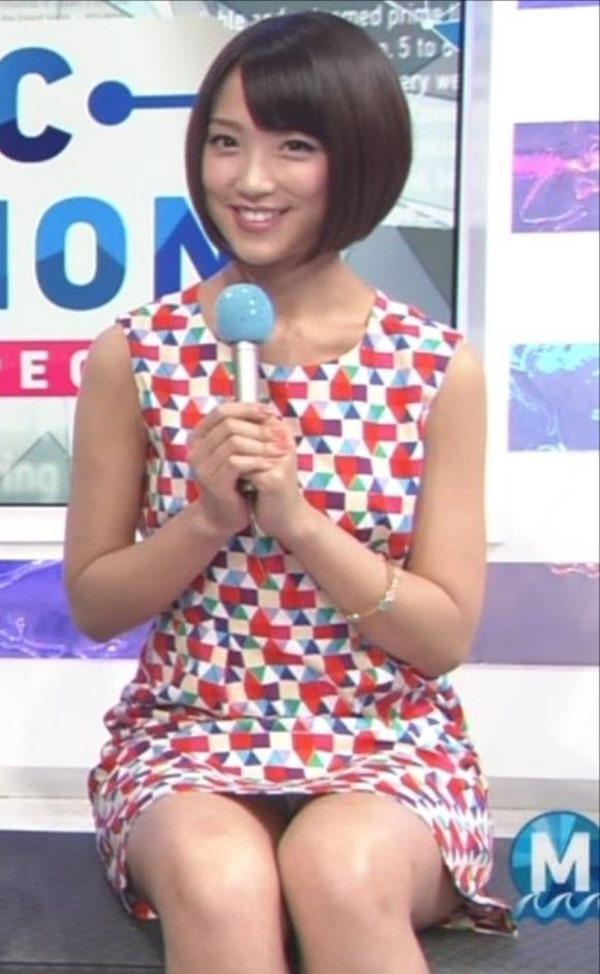 テレ朝の竹内由恵アナの胸の膨らみ、太腿、胸チラ11