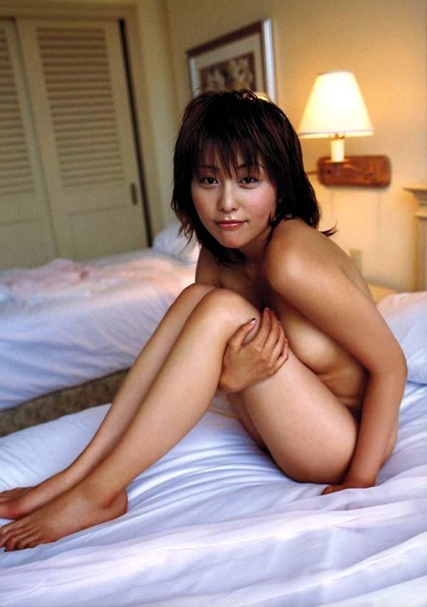 熊切あさ美の全裸ヌード画像12