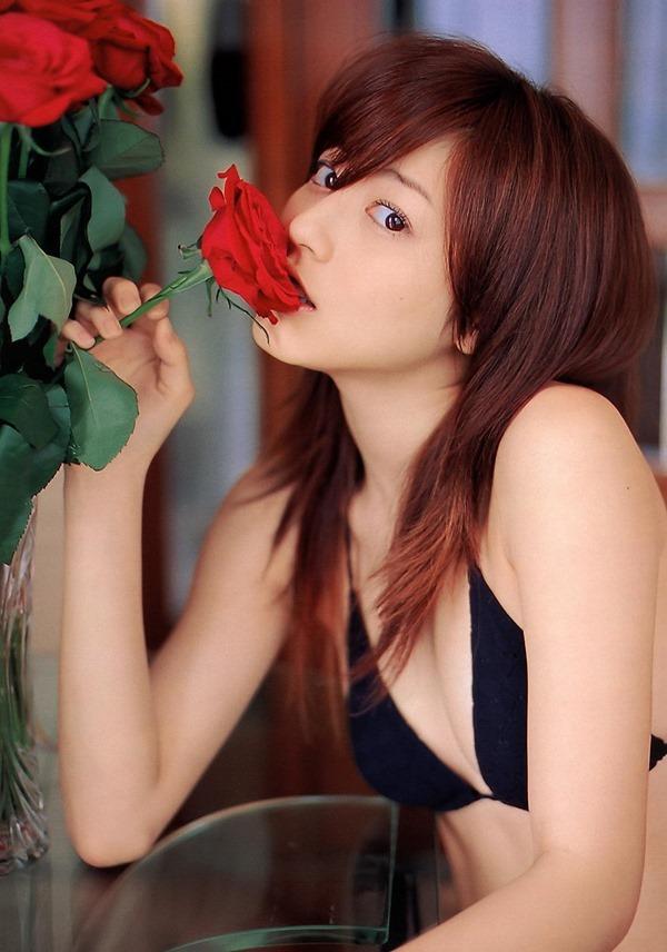 杉本有美の手ブラ巨乳セミヌード尻画像12