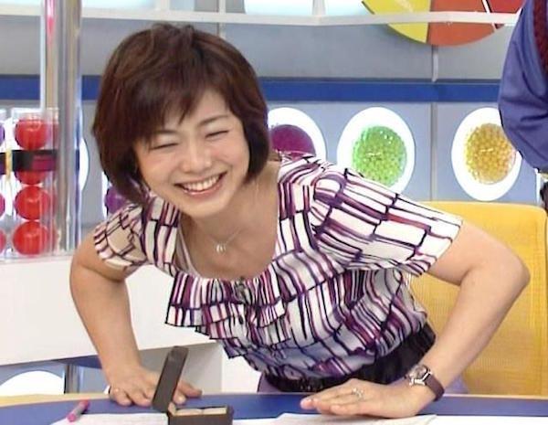 魅惑の熟女アナ有働由美子のセクシーショットエロ画像12