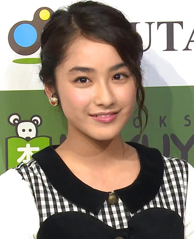 (意外なアイドル姉イモウト)姉の平愛梨とイモウトの平祐奈の美しい乳グラビアミズ着お乳写真☆