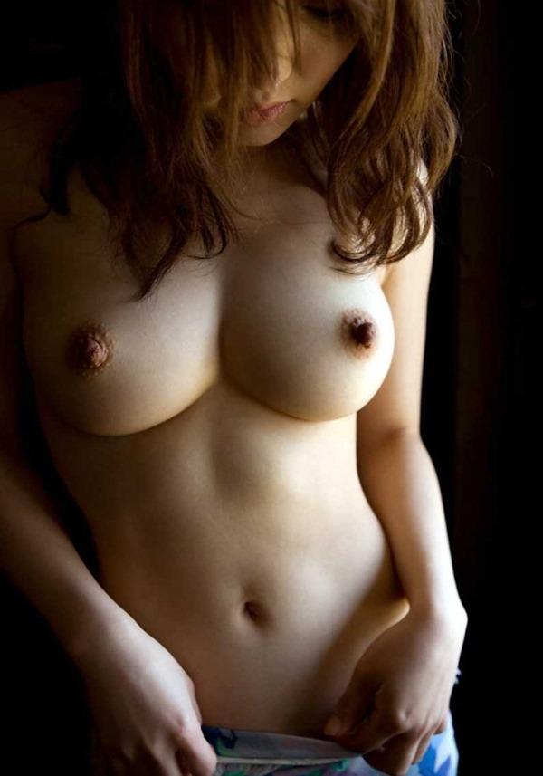 乳首が上の方に向いている上付おっぱいエロ画像13