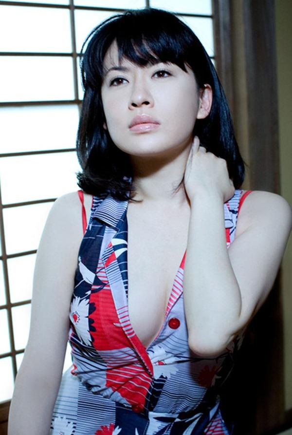 鈴木砂羽のヘアヌード美乳おっぱい画像13