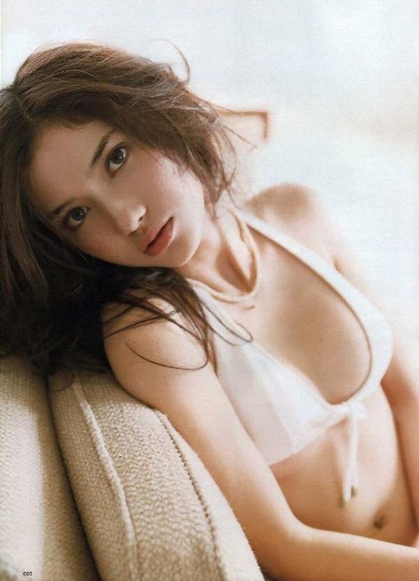 市川紗椰の着衣巨乳エロ画像13