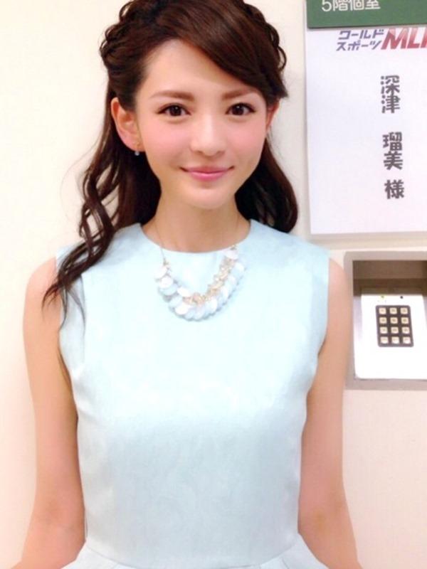 深津瑠美アナの着衣巨乳エロ画像14