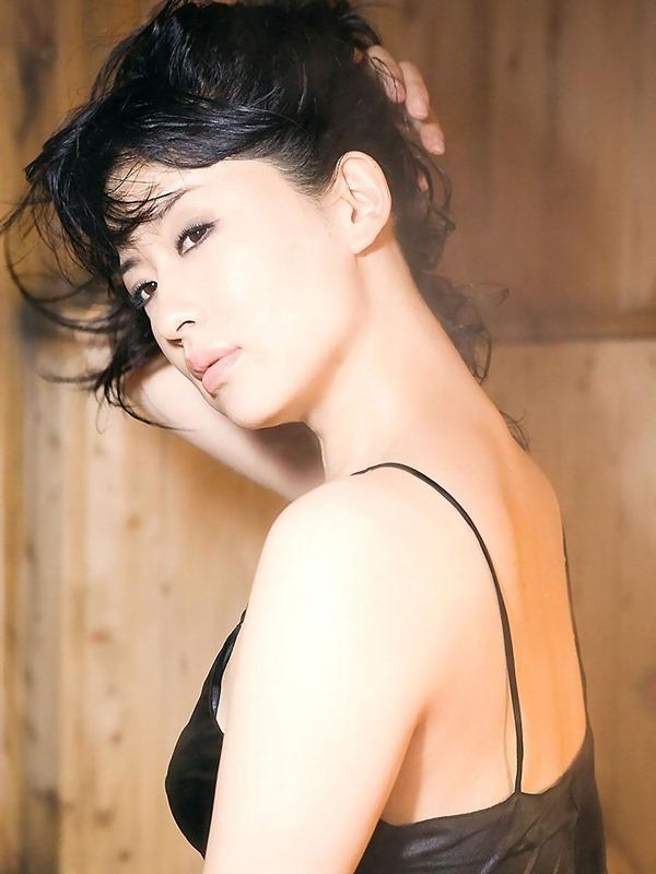鈴木砂羽のヘアヌード美乳おっぱい画像16
