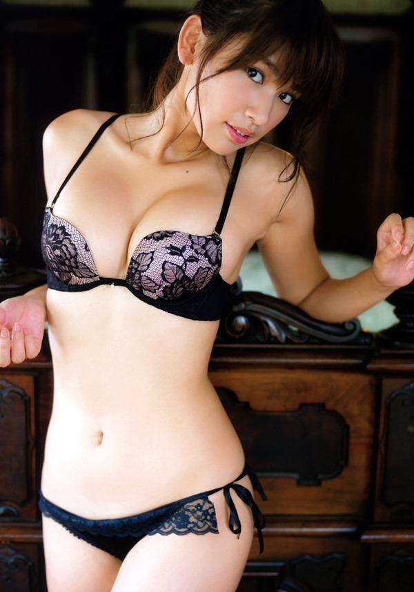 久松郁実のムッチムチ健康的エロ画像16
