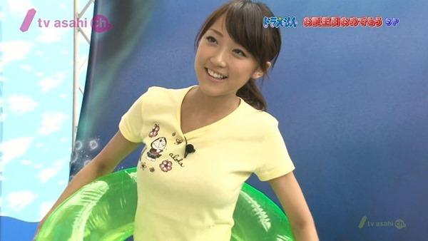 テレ朝の竹内由恵アナの胸の膨らみ、太腿、胸チラ16