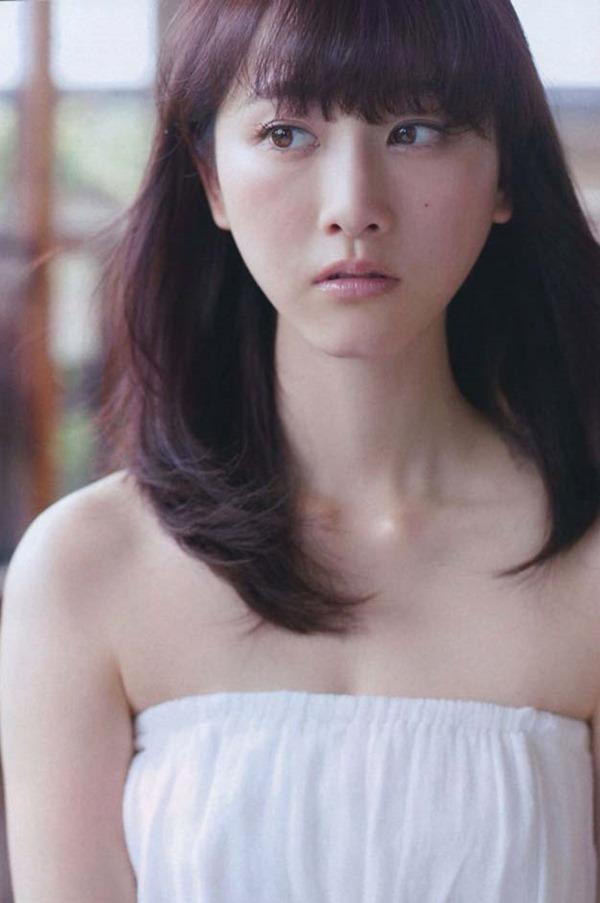 松井玲奈の推定Bカップ美乳おっぱいエロ画像18