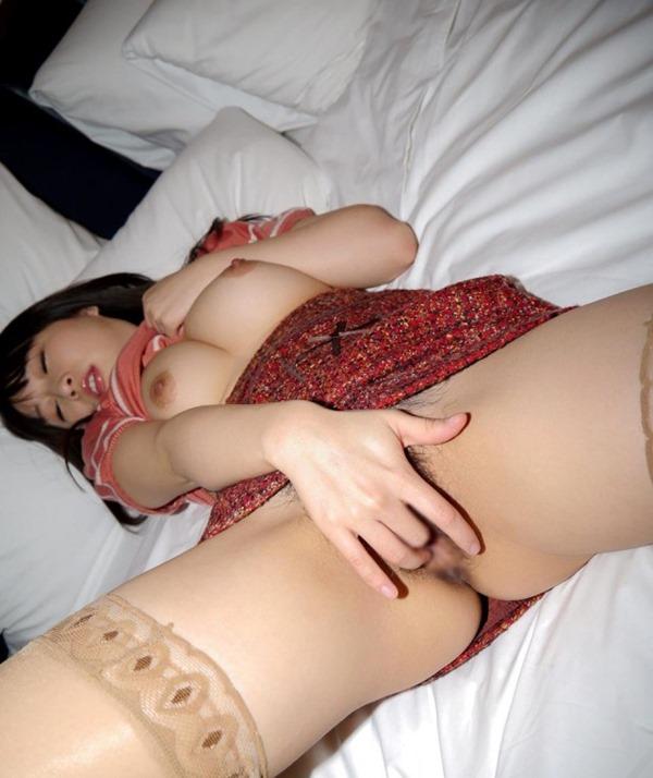 淫乱ギャルが膣内かき回し指入れオナニーエロ画像18