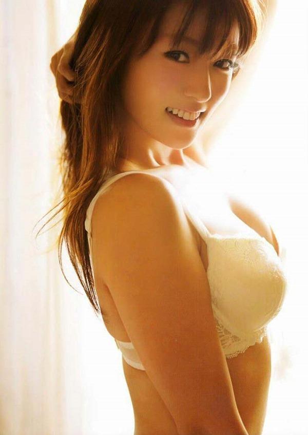 深田恭子の体がエロすぎる写真集画像18
