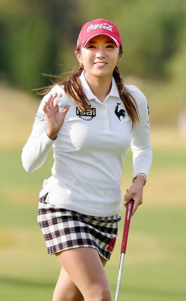 韓国出身のプロ女子ゴルファー、イ・ボミ選手のムチムチ着衣巨乳画像18