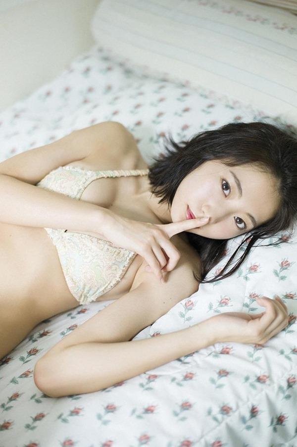 19歳になった武田玲奈のコスプレ姿エロ画像11