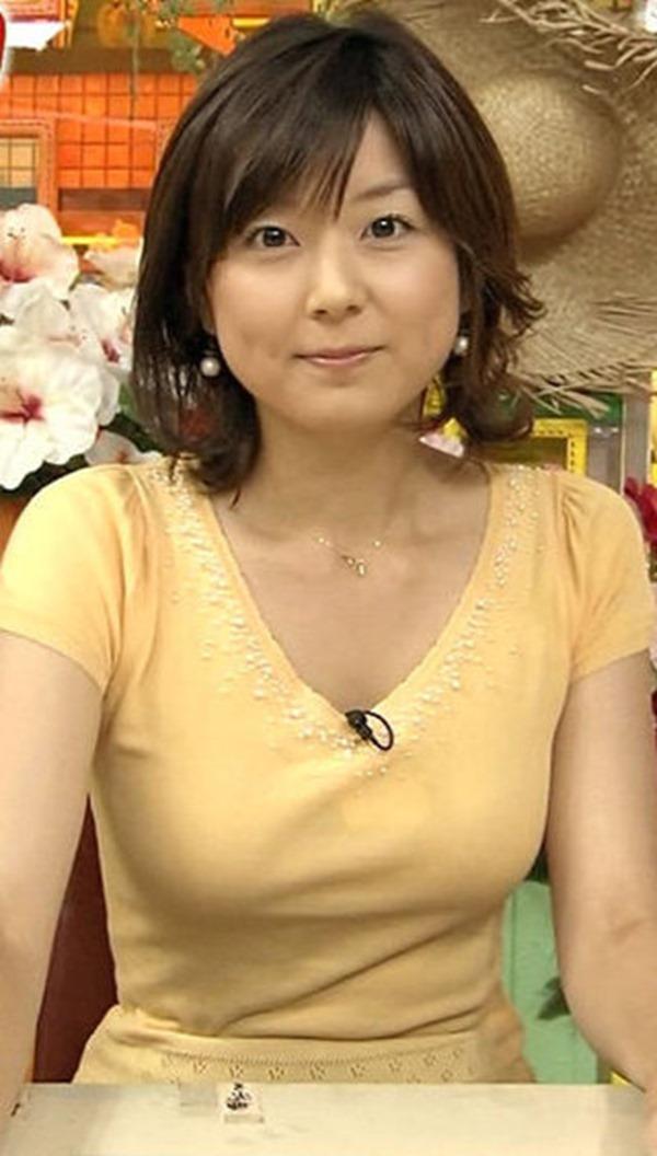 秋元優里アナの着衣巨乳・美脚エロ画像19