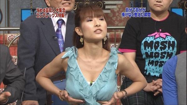 巨乳女子アナウンサーの着衣巨乳画像19