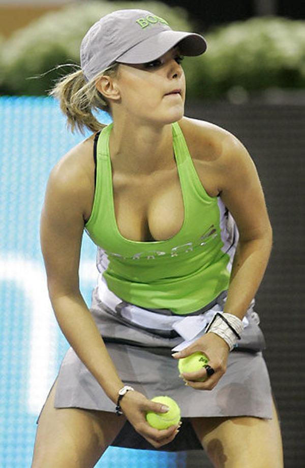 女子テニスプレーヤーが試合中に透け乳首してる画像19