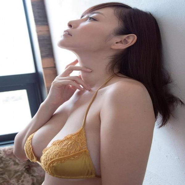 杉原杏璃の舐めたくなるメロン巨乳おっぱいエロ画像1