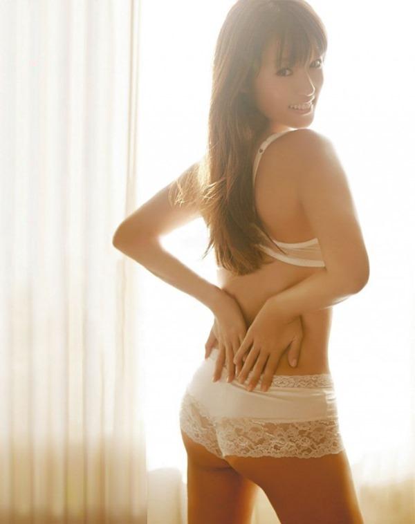 アラサー深田恭子の巨乳おっぱいエロ画像1