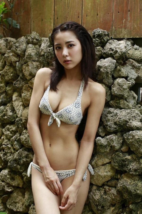 新グラビア女王確定の石川恋のエロ画像1