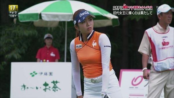 韓国出身のプロ女子ゴルファー、イ・ボミ選手のムチムチ着衣巨乳画像1