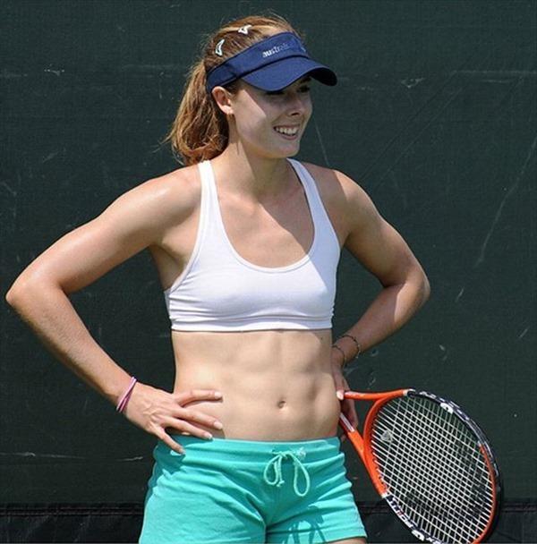 女子テニスプレーヤーが試合中に透け乳首してる画像1