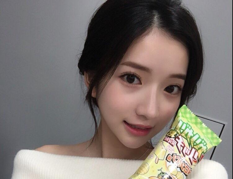 【南りほのセクシーショット】(笑顔・胸元・お尻)エロ画像30枚!