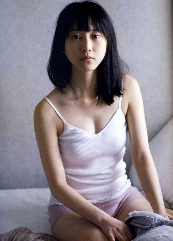 松井玲奈の推定Bカップ美乳おっぱいエロ画像2