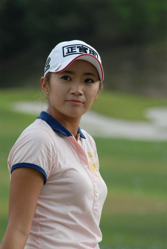 韓国出身のプロ女子ゴルファー、イ・ボミ選手のムチムチ着衣巨乳画像2