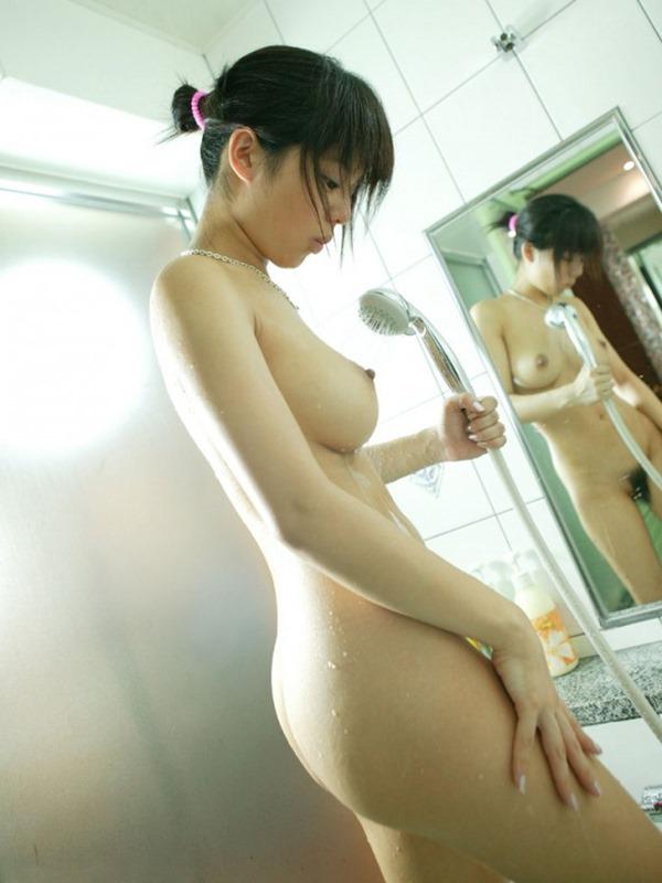 温泉お風呂に裸で入浴エロ画像3