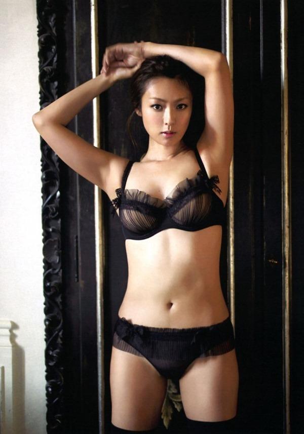 アラサー深田恭子の巨乳おっぱいエロ画像3