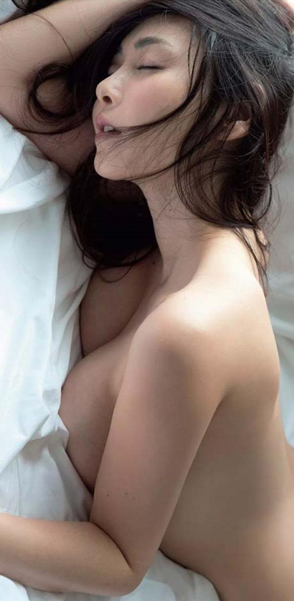 杉原杏璃のグラビア・チラ乳首セミヌード巨乳画像3
