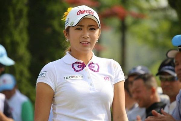 韓国出身のプロ女子ゴルファー、イ・ボミ選手のムチムチ着衣巨乳画像3