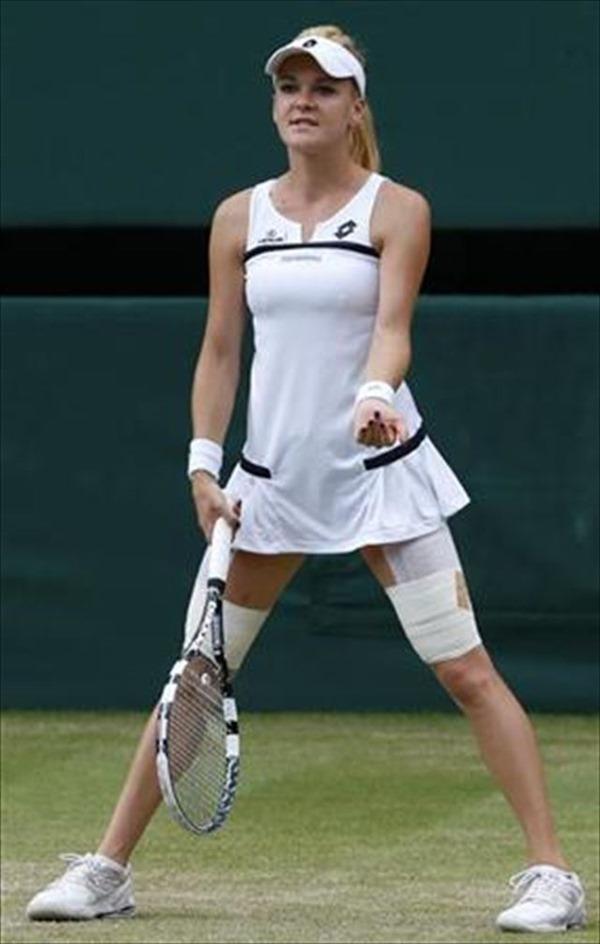 女子テニスプレーヤーが試合中に透け乳首してる画像3