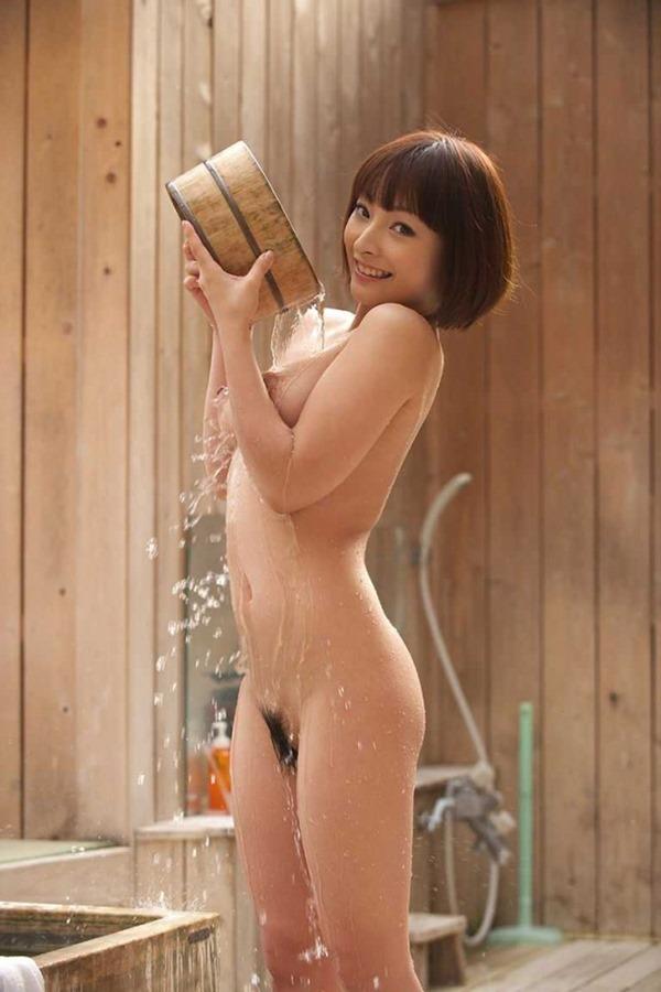 温泉お風呂に裸で入浴エロ画像4