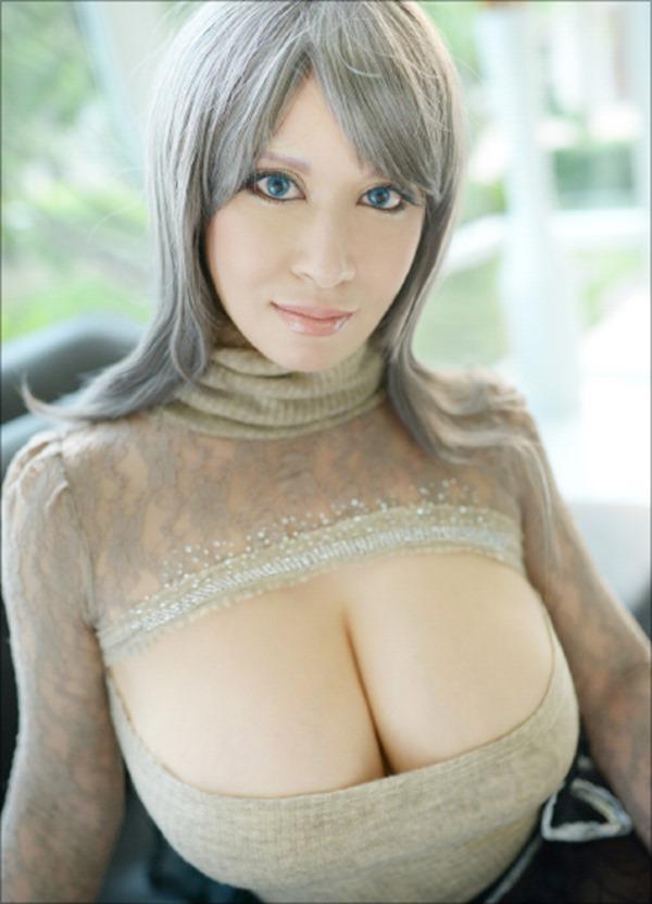 外国人コスプレイヤーの巨乳おっぱいエロ画像4