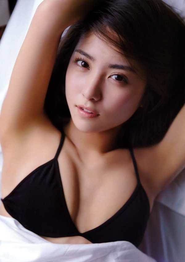 新グラビア女王確定の石川恋のエロ画像5