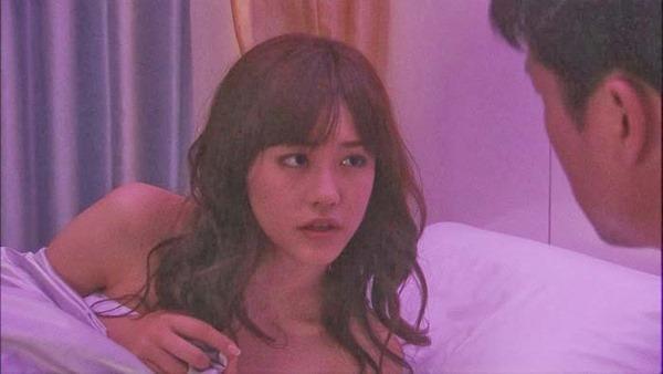 桐谷美玲のセミヌード乳首見え画像6