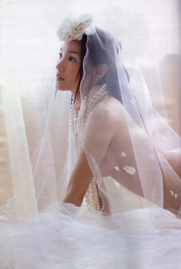 国仲涼子の乳首透け画像6