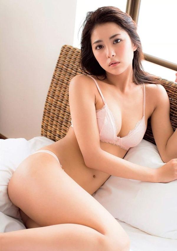 新グラビア女王確定の石川恋のエロ画像6