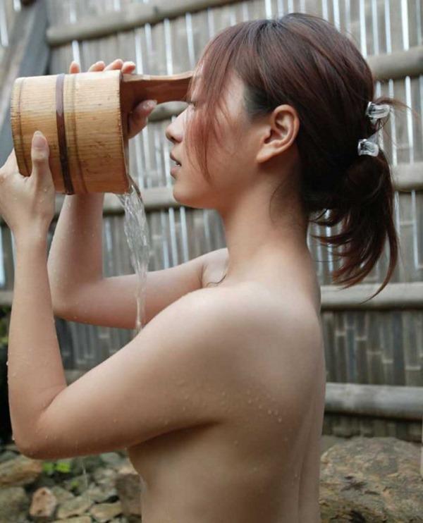 温泉お風呂に裸で入浴エロ画像7