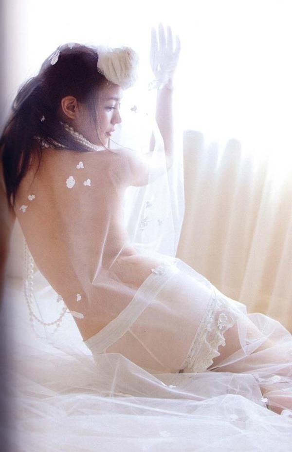 国仲涼子の乳首透け画像7
