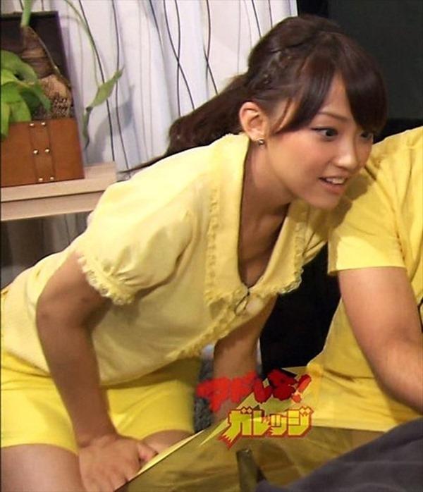 テレ朝の竹内由恵アナの胸の膨らみ、太腿、胸チラ7