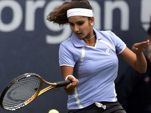 女子テニスプレーヤーが試合中に透け乳首してる画像7