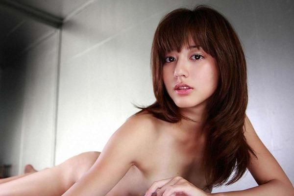杉本有美の手ブラ巨乳セミヌード尻画像8