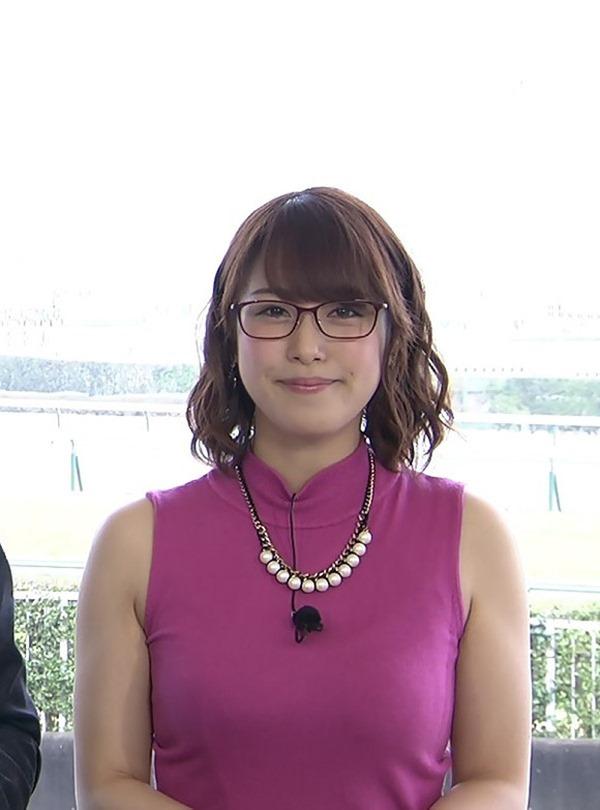鷲見玲奈アナのむっちりしたワキ肉エロ画像8