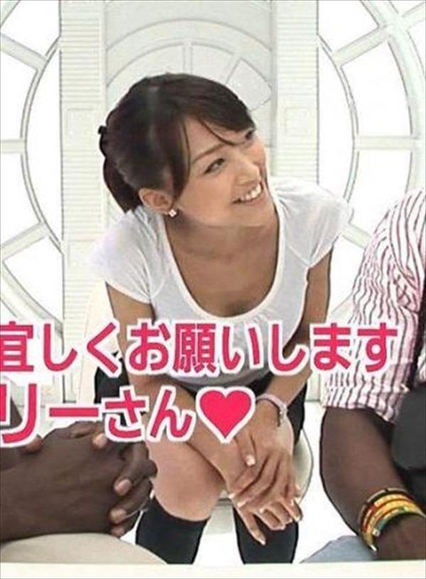テレ朝の竹内由恵アナの胸の膨らみ、太腿、胸チラ8