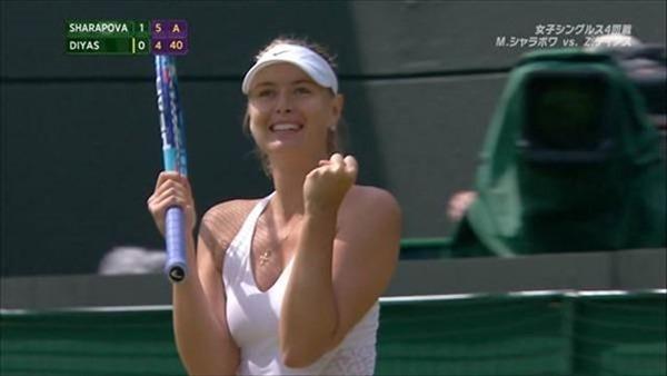 女子テニスプレーヤーが試合中に透け乳首してる画像8