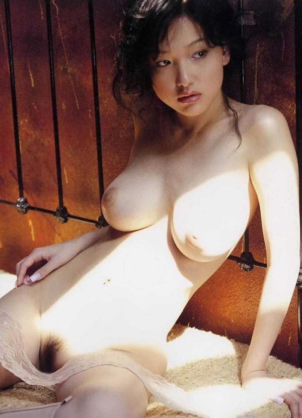 乳首が上の方に向いている上付おっぱいエロ画像9