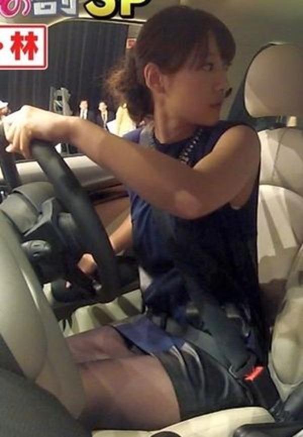 ムラムラする女子アナ吉田明代エロ画像9